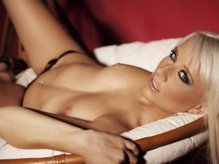 BlondeIris - Striptease, photography and dance. - Hello, my name is Iris - and I am a pin-up. I love to do erotic photographs - and show off my body. I`ll show you every inch of my hotness - if you come and visit me in my chat! I`m looking forward to making new friends here. ;)