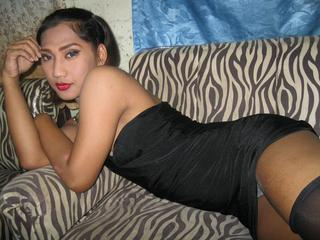 QueenTSYurika, I`m a  sexy shemale - with a nice butt and sexy legs. I will do a fantastic sex show for you! Come in and see for yourself! ;)