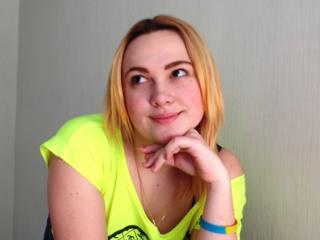 Ausrichtung: bisexuell - Haare: blond / lang - Piercing: keins - BH-Größe: C - Hautfarbe: weiss - Augen: braun - Rasur: vollrasiert