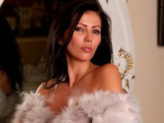 Ich liebe cam2cam, schone Unterwasche, sexy nylons, heels, lingerie, schone dicke Spielzeuge :-) und beim Sex etwas harder, ich bin sehr leidenschaftliche Frau. Ich liebe sperma auf meinem Gesicht oder auf mene Bruste, spritz mich ab?