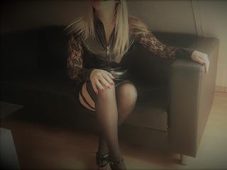 ? Süße Milf ?, Ich bin ein süßes, versautes Früchtchen, das gerne vernascht wird.  Würde mich freuen, wenn ich Dich mal kennenlernen dürfte. ;-)  Lass Dich von mir sanft, aber nachdrücklich in die bizarre Welt einführen.  Wenn Du geil bist, dann lass uns doch gemeinsam unsere Lust befriedigen, und schau in meinem Chat vorbei.