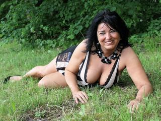 Mabel - sexy mature woman with a beautiful smile