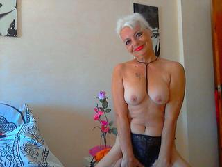 DivaLavina, Bin eine erotische und geile Lady und suche ein Sexpartner zum spielen!!