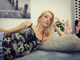 LanaRhodes - tanzen, musik, freunde - halo, ich bin Lana, hoffe we can viele fun machen. komm in meinen chat!  xoxo - Alter: 22 / Zwilling - Größe: 155 / schlank - Geschlecht: weiblich - Ausrichtung: bisexuell - Haare: blond / lang - Piercing: keins - BH-Größe: A - Hautfarbe: weiss - Augen: blau - Rasur: teilrasiert