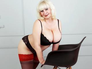 ReifeElena - Ich bin eine sinnliche, leidenschaftliche reife Frau mit einem süßen Lächeln und sexy Figur . Ich bin humorvoll und verrückt! Komm zu mir, und wir werden eine tolle Zeit haben. :)) Ich zeige dir gerne meine Figur und meine großen Titten und mit heißer Spalte.. du wirst es nicht bereuen!