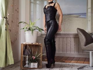 Bianca-Allein, Ich bin eine heiße Fitnesstrainerin aus Deutschland und suche heiße Männer für etwas Spaß :-)  Komm in meinen Chat und lasse dich etwas verwöhnen!
