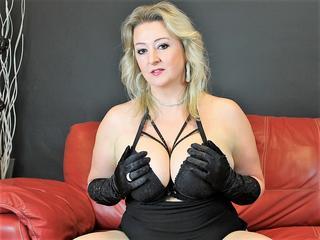 bustyLisa - Bücher, Ausflüge, Internet, Ausgehen, Grillen, Autos, Erotik und Sex