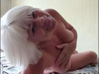 NeonMiss - I enjoy play mindgame, sex - I can be nasty when u want me. Try to set me on fire and you will be there with me! Honestly I am so lonely in this big and ugly world. I am here to find some magical connections, you see. Be gentle to me and I will become your only lady - Alter: 55 / Krebs - Größe: 165 / normal - Geschlecht: weiblich - Ausrichtung: bisexuell - Haare: blond / mittellang - Piercing: keins - BH-Größe: C - Hautfarbe: weiss - Augen: grau - Rasur: vollrasiert