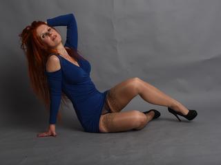 Ausrichtung: bisexuell - Haare: rot / lang - Piercing: keins - BH-Größe: C - Hautfarbe: weiss - Augen: grün - Rasur: teilrasiert