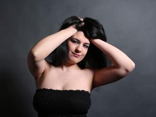 Ausrichtung: bisexuell - Haare: schwarz / mittellang - Piercing: Bauchnabel - BH-Größe: C - Hautfarbe: weiss - Augen: blau - Rasur: vollrasiert