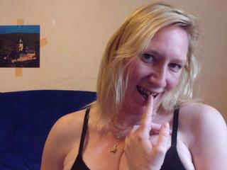 kelly24 - Willst Du eine geile, heiße Frau kennenlernen? Nimm mich!