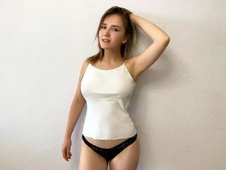 Amanda4You, Hallo mein lieber Sonnenschein! Hast Du Bock, eine sexy Frau kennenzulernen?  Ich genieße gerne die volle Geilheit des Lebens und bin auch ein bisschen wie ein wildes Kätzchen...;) Ich bin endlich 18 geworden also ich darf..... gerne in sexy Unterwäsche :)