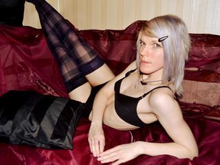 MissyAddict - Reisen, zeichnen und neue Dinge erleben. - Blond, schlank und mit langen Beinen. Ich liebe jede Art von Sex, darum bin ich hier. ;) Ich kann mich hier total ausleben. Komm, und schau mir dabei zu!