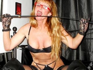 HOT-Kiss - Ich liebe Live-Style, Sport, gute niveauvolle Unterhaltung, Musik und natürlich auch SEX. ;-) - Hey, Ihr Süßen. Ihr werdet es nicht glauben, aber ich bin wirklich geile, reife 50 Jahre alt, aber ich fühle mich jung wie 20. Ich liebe es, meine erotischen Fantasien spielen zu lassen. Meinem sexy, gepflegten Körper kannst Du ansehen, daß ich sehr viel Wert auf ein gutes Aussehen lege. Wenn auch Du Lust und Spaß daran hast, dem Alltag zu entfliehen und geile Rollenspiele in der Fantasie abspielen zu lassen, dann sollten wir uns unterhalten! ;-))) Komm zu mir, und laß uns Spaß haben.