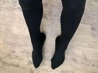 longlegs - Outdoor Sport und rhythmische Musik - Ich liebe es meine langen schlanken Beine zu präsentieren. Egal ob ein kurzer Rock oder eine enge Jeans. Mit schönen High Heels wirken sie nochmal länger. - Alter: 50 / Fische - Größe: 176 / schlank - Geschlecht: weiblich - Ausrichtung: bisexuell - Haare: braun / lang - Piercing: keins - BH-Größe: A - Hautfarbe: weiss - Augen: braun - Rasur: vollrasiert