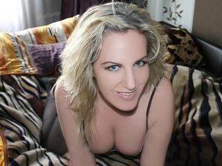 ReifeDorothe - Ich fühle mich ein bisschen einsam deswegen bin ich hier um mir den Humor zu verbessern:) Immer jung am Herzen und immer bereit für stundenlange Gespräche über dies und jenes, am liebsten über Sex !:))) Bist du bereit?
