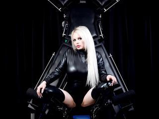 Ausrichtung: bisexuell - Haare: blond / sehr lang - Piercing: Brustwarze - BH-Größe: E und mehr - Hautfarbe: weiss - Augen: grün - Rasur: vollrasiert