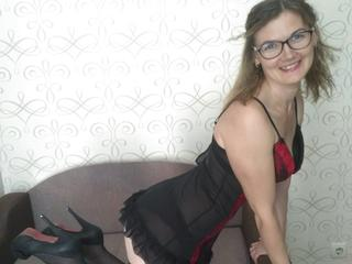 MichelleSh - Do you like nice mature girl? Come to my room if you are. I will show you what I have.