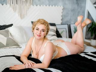 I am nice blonde girl with curly hair. And i like to have fun with you. visit my room!