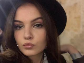 Darci - Tease You....;.. dancning, beach parties - I will leave an unforgettable memory in your mind.. Come and see me moving in front of webcam - you will never forget my curves!