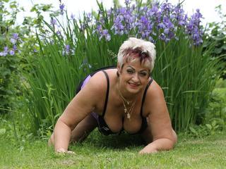 Jenie - Sexy, reife Stute will spielen...