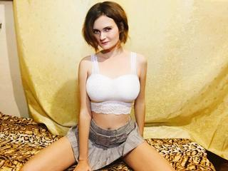 Leidenschaftlich und geil... romantisch und wild .... mein heißer Körper in sexy Outfit und auch ohne BH wird dich so heiß machen, das dir etwas in der Hose platzt :-) Ich zeige mich auch gerne nackt, mit mir wirst du viel Spaß haben: p Ich höre gerne zu und rede über dies und jenes mit Vergnügen:-) Am liebsten dirty und über geilen Sex! und du?