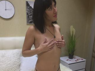 MaryTreys - strip dance and performing my body